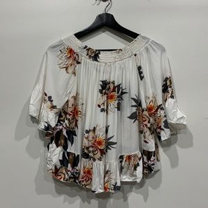 🧣 Off the shoulder floral top size small